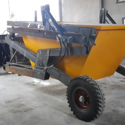 Skip Loader Trailer of Tractor